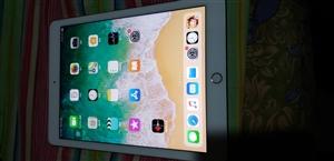 苹果ipadPRO128G9.7英寸9.999成新2017年7月份购买的,新买了手机三星S9+,所有...