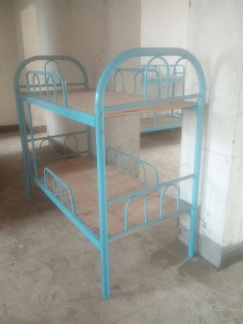 出售5张长1.5米宽0.9米双层铁床,转行处理,给钱就卖,非诚勿扰。