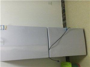 买的时候1900。用了1个月 9.8成新海尔冰箱。120升