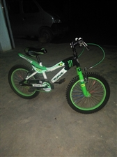 全新的自行车,买来我小孩都不喜欢骑,如有需要的请与我联系。13648210088