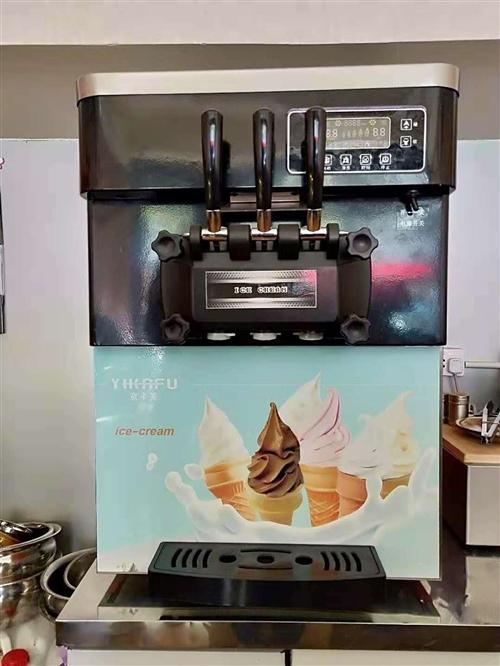 冷饮店冰淇淋机,八成新。有需要的请联系我。电话18181298602