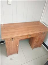 桌子99新,长117cm宽54cm..买的时候260,现在便宜处理,桌子非常好,没有瑕疵,喜欢的给我...