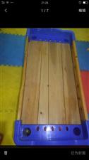 转让闲置幼儿小床85新50一张,有十来张。加厚木板两边高护栏,很结实。只偶尔用过两张其他基本没怎么用...