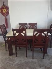 九成新大理石餐桌,带6把椅子,买来基本没用过,现出售