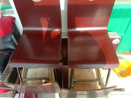 自己开饭店用的,五套桌椅。买的时候300多,现在150一套处理了,9成新。地点在开发区