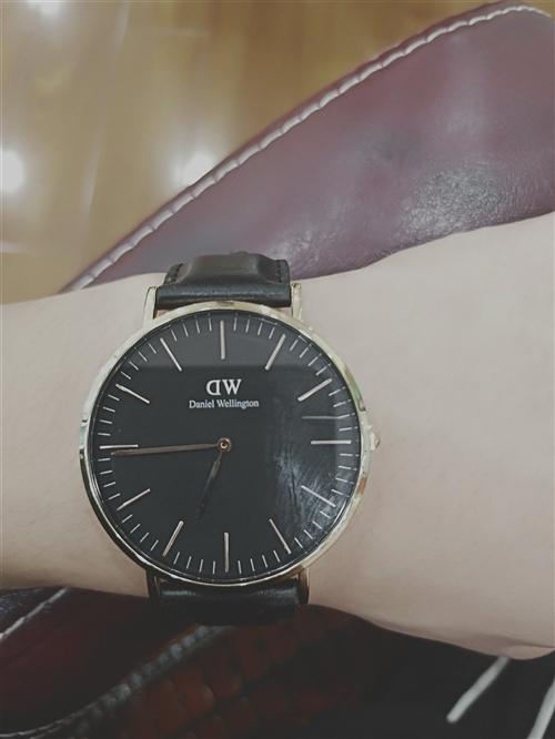 丹尼尔惠♀灵顿手表一块。刚麻枫缕了下遮住眼买两个月左右。有证书。