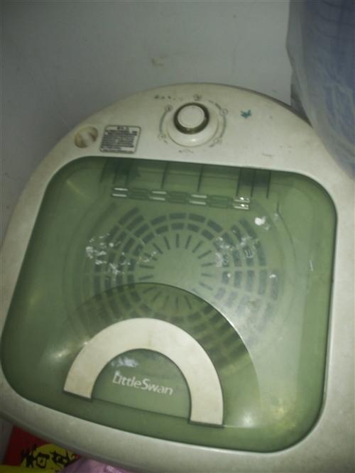 小天鵝(10公斤)大容量甩干機,八成新,自從有了全自動洗衣機就閑置著,現低價處理,有意者請聯系我!