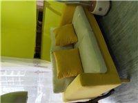 出售小型沙发,适合小家庭或者店铺使用,实物如图,今年4月份买的,现九成新出售,一口价300