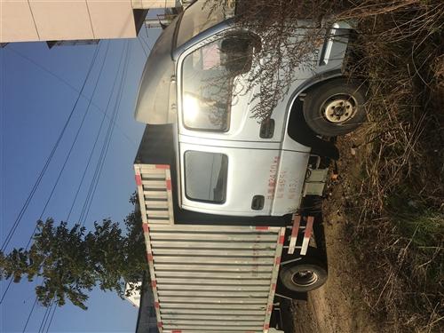 轻型厢式货车,车龄五年。平常进货用(水果、蔬菜)。车厢2米5,双排座,柴油车。