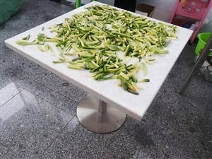 真正的大理石餐桌,结实耐用,永远不会坏