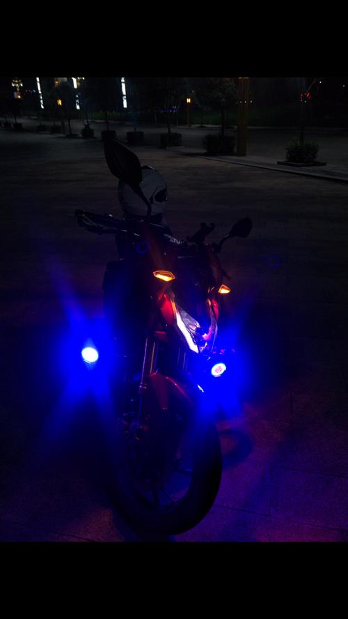 摩托车射灯出售 本人出售一对射灯,颜色是冰蓝红的,自己用的, 灯非常漂亮可用摩托车电瓶车踏板车,带...