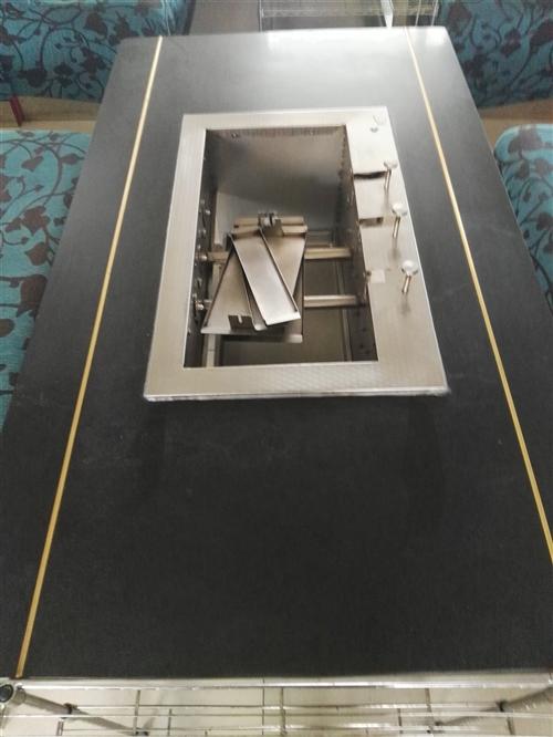 八成新大理石台面自动翻烤串机,共20台价格美丽。?#21024;唬?#29615;保,无烟,?#31995;?#27425;。机会难得。