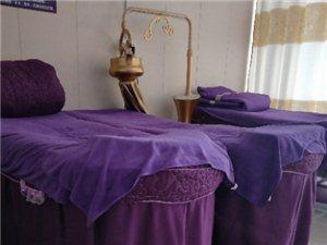 处理美容店用品,美容床凳,产品展示柜,吧台等美容用品,有需要的可以联系18237991359
