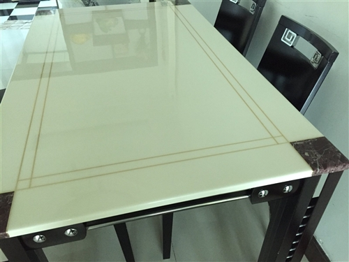 掌上明珠餐桌,长1.4米,宽0.75米大理石台面,8成新,不带椅子