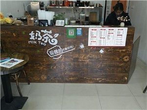 现在低价出售奶茶店设备,吧台桌椅一套