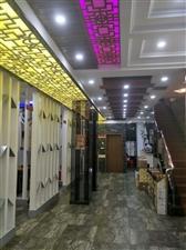 正在营业的饭店低价出兑,面积400平方,新装修,装修完美,进来就可以营业设施齐全,有中央空调,菜梯。...