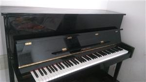 珠江钢琴九成新,几乎没有怎么用。寻找喜欢它,爱护它的音乐爱好者。