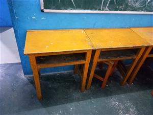 低价出售课桌30张