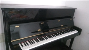 钢琴九成新低价处理