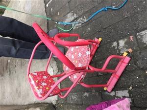 宝宝的电动车车前座,18年夏天买的,女儿当时不满周岁,比较抗拒坐,可是装在电瓶车上不好随用随取,所以...