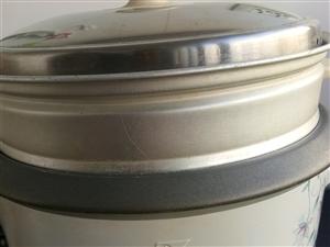 电饭锅8-9成新低价卖700瓦的,并赠一个带盖的火锅,80元需要的请联系13512617331