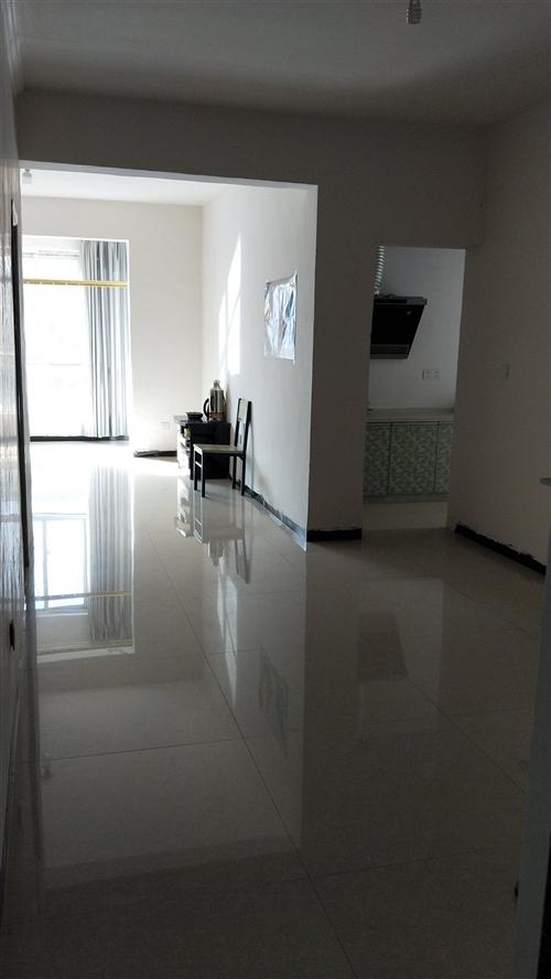 出租房子,两房1厅,位置在锦绣家园,电梯房。有意者请联系18185885599