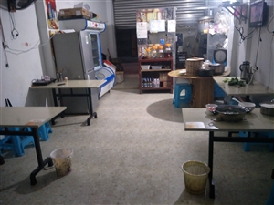 小炒饭店所有东西处理,要开小炒店可以全部盘去,近万多块东西几千全拿走,筷子都不用买,马上可经营。