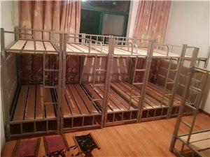 18套1.8m×0.9m的上下铺铁床处理,价格美丽(9成新,床板床垫全有),床的管材厚度1.5mm绝...
