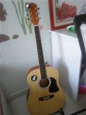 红棉吉他,孩子刚用一年多,没有损坏滑痕,孩子初学足够用,附件都给带!18249837739