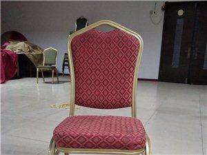 婚宴厅9成新椅子出售。 60块钱一把,5把起卖,十把送1.6米的圆桌一张, 一共230把左右,全...