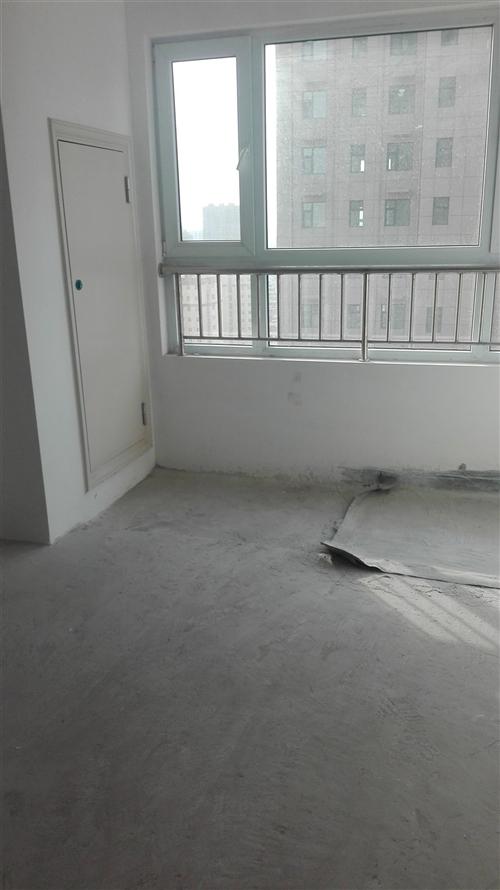 县医院北门,华夏幸福城102,2号楼1单元,价格略低于回迁楼价格,价格面议。