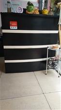 出售八成新收银台一个真皮美容床一张送床套还有其他美甲用品,详细紫云15196331669