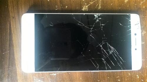 卖二手手机,虽然屏幕碎了,但是里面没坏,换个屏幕就好,金立的,联系时间晚上7.30到10点
