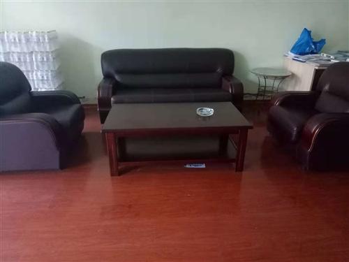 商务办公真皮沙发,1+2沙发+茶几,九成新,质量特别好