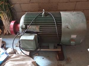 现有发电机组,牛头刨,压片机,减速机低价处理,可上门看货,具体情况电话联系15589563322、1...