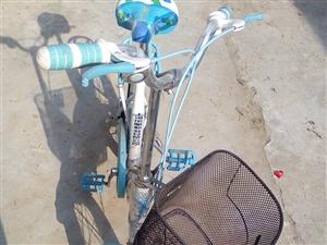 处理凤凰自行车一辆,九成新,没骑几回,擦擦和全新一样,想要的拿去。15201876734