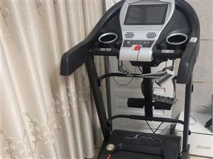 亿健跑步机,可以听歌看电影,支持wifi功能,有按摩功能,因为一直没多少时间跑步运动了,所以出了