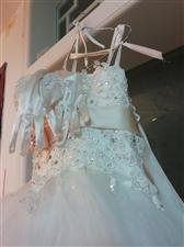 婚纱裙子,搁置在家,有需要的联系我,一生只穿一次!