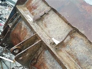 926装载机铲料斗,长1米,大臂之间距85-87厘米,有需要的联系我!