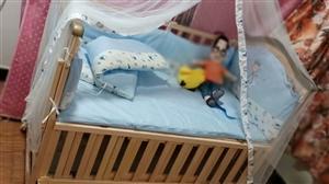 转卖全新婴儿床,纯属木制,安全牢固,柔软舒适!才买来半个月一次都没睡过!(适应年龄0�D4岁)  有需...