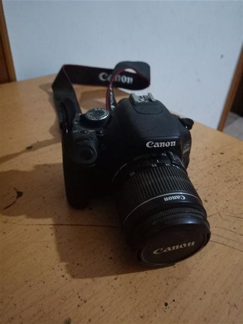 佳能EOS600靜音防抖自己配的官方18-55鏡頭,出去旅游用過一次,一直在家閑置,原電,原充,原數...