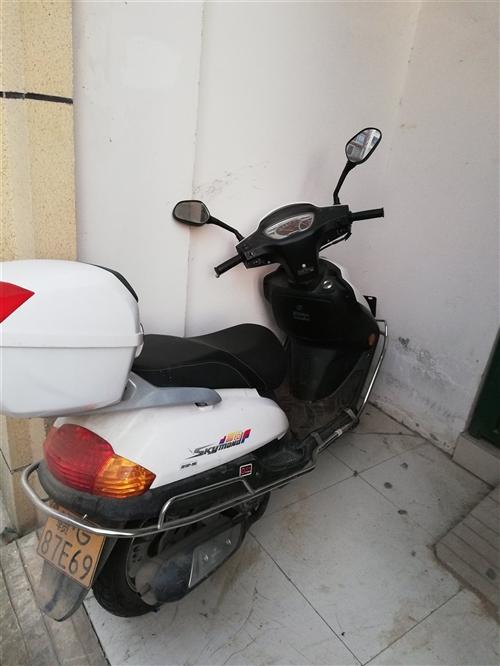本人有一輛白色金馬踏板摩托車出售,今年八月份買的,上牌了,有保險,因本人購轎車了,閑置在家,預出售,...