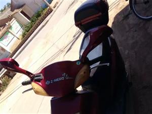 七成新125踏板摩托车,车况良好,原装配件,现在闲置,低价出售