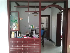 两室两厅出售:二小一中学区房,位于淅川县人民路东天惠大药房后五楼(共六层),简装,带家具电器,能办证...