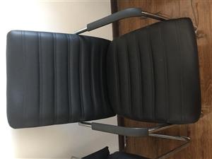 2套9层新的电脑桌子和配套的椅子,质量好!1套老板桌子和老板椅,质量好,价格优惠!