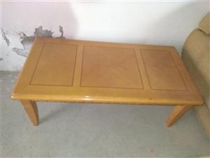 优质实木家具:双人大木床带床箱带床垫带床头柜,茶几,书橱。