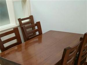 湫木餐桌一张 全新  因看不惯  买时2350元。现低价处理