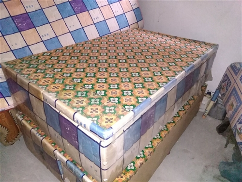 优质实木家具:双人实木大木床带床箱、带床头柜.带床垫.