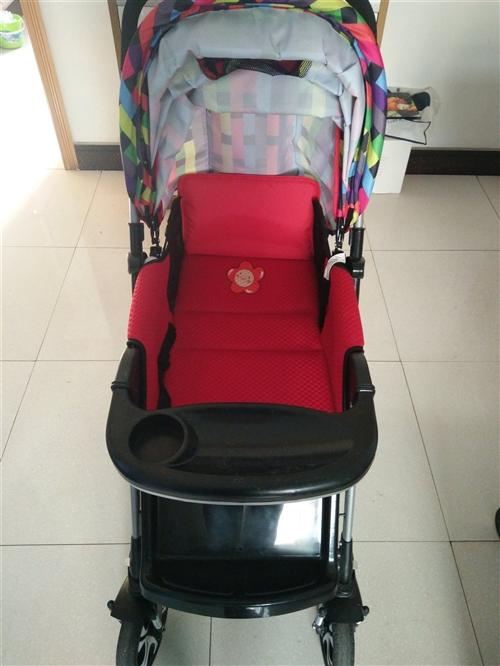 全新婴儿车全观景,可躺可坐,月子里的宝宝都可以躺的,有减压器,买回来就躺了一两次吧,因为我宝宝就喜欢...