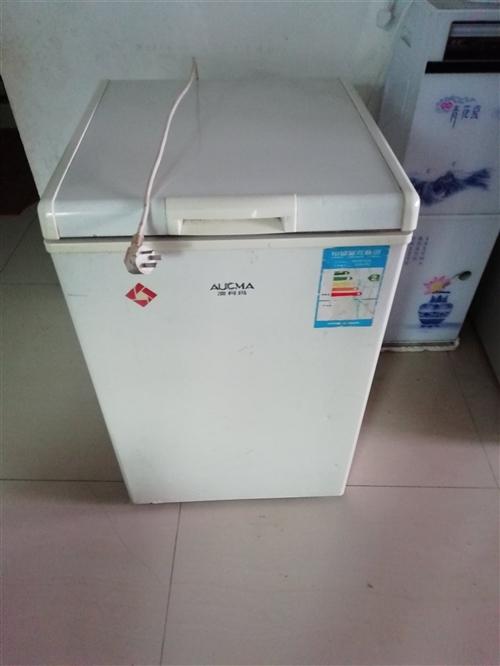 小型急冻冰柜,八成新,原价一千多,因为准备搬家,所以准备低价处理。19923024744